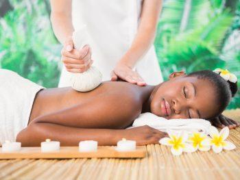 Massage Balinais aux pochons de 75 mn